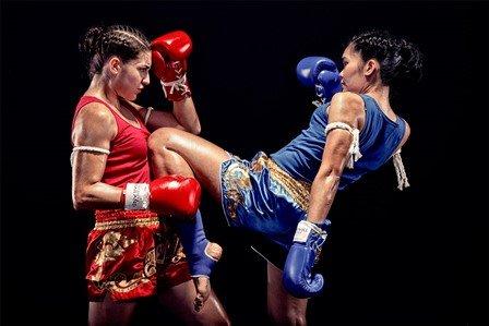 Kick im Thaiboxen