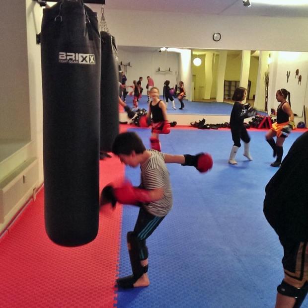 Kinder trainieren Kickboxen in Hamburg